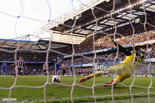Fabio Borini of Sunderland scores his sides second goal from the penalty spot past Mark Schwarzer the Chelsea goalkeeper during the Barclays Premier...