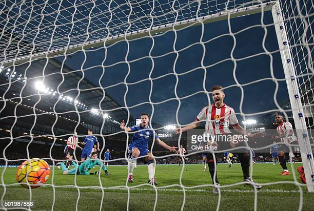 Fabio Borini of Sunderland scores his team's first goal during the Barclays Premier League match between Chelsea and Sunderland at Stamford Bridge on...