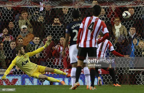 Fabio Borini of Sunderland scores their second goal during the Capital One Cup Semi-Final first leg between Sunderland and Manchester United at...