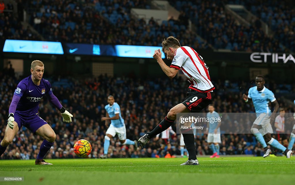 Fabio Borini of Sunderland shoots past Joe Hart of Manchester City to score a goal during the Barclays Premier League match between Manchester City and Sunderland at the Etihad Stadium on December 26, 2015 in Manchester, England.