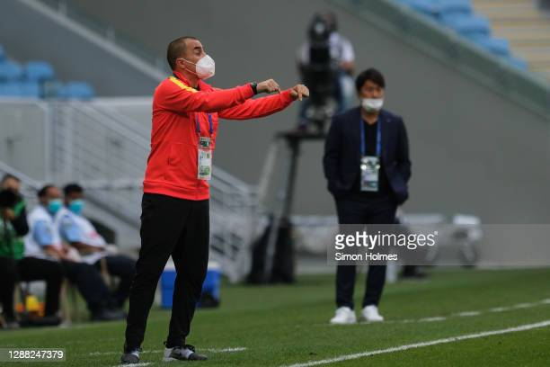 Fabio Cannavaro gives instructions during the AFC Champions League Group G match between Vissel Kobe andGuangzhou Evergrande at the Al Janoub...