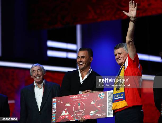 Fabio Cannavaro pose with the Super Fans from the host cities after the rehearsal for the 2018 FIFA World Cup Draw at the Kremlin on November 29 2017...