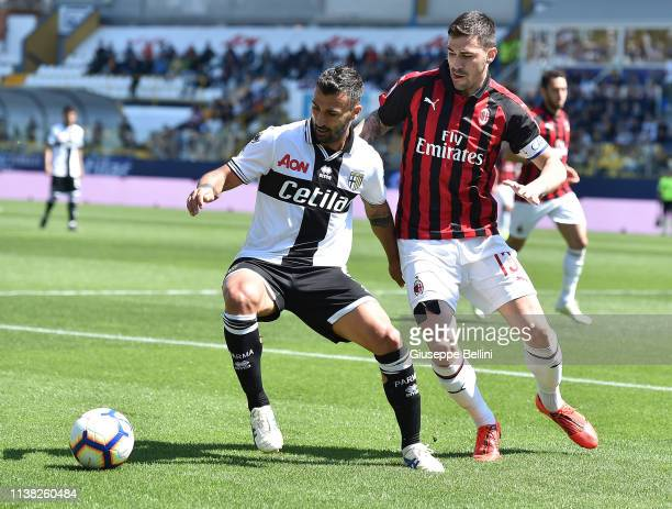 Fabio Ceravolo of Parma Calcio and Alessio Romagnoli of AC Milan in action during the Serie A match between Parma Calcio and AC Milan at Stadio Ennio...