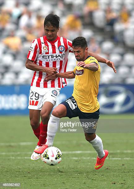 Fabio Ferreira of the Mariners contests the ball with Safuwan Baharudin of Melbourne City during the round 20 ALeague match between the Central Coast...