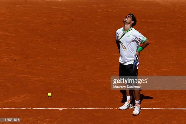 Fabio Fognini of Italy grimaces with pain during the men's singles round four match between Fabio Fognini of Italy and Albert Montanes of Spain on...