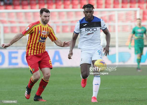 Fabio Lucioni of Lecce competes for the ball with Duvan Zapata of Atalanta during the Serie A match between US Lecce and Atalanta BC at Stadio Via...