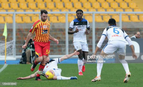 Fabio Lucioni of Lecce competes for the ball with Robin Gosens of Atalanta during the Serie A match between US Lecce and Atalanta BC at Stadio Via...