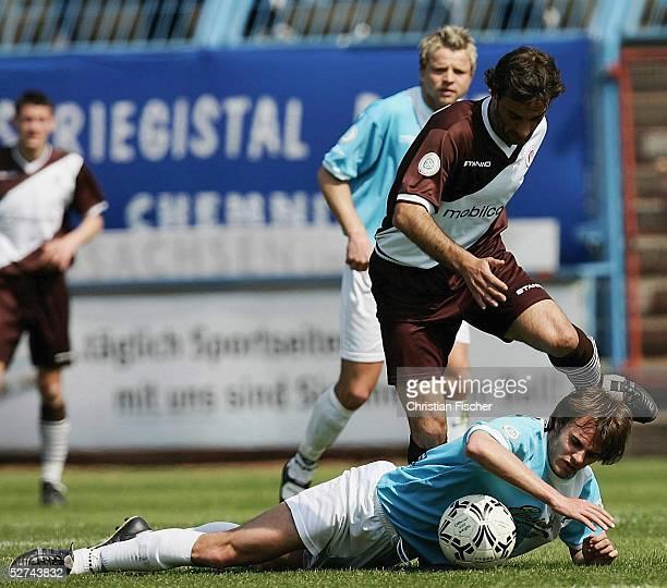Fabio Morena of St. Pauli and Semir Devoli Palikuca of Chemnitzer battle for the ball during the Third League match between Chemnitzer FC and FC...
