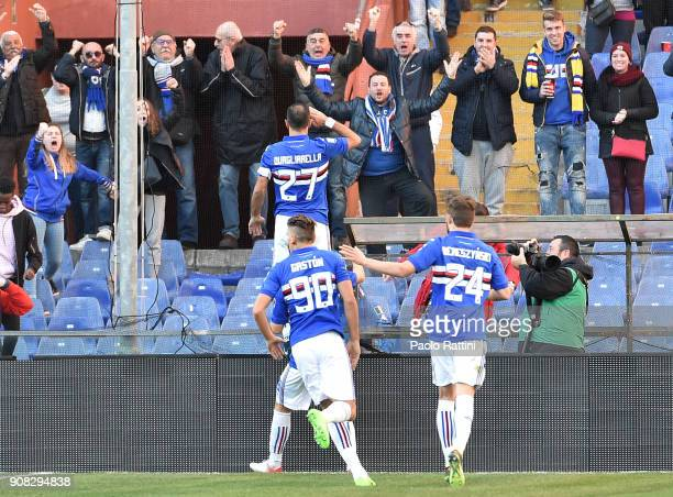 Fabio Quagliarella of Sampdoria celebrates with teammates after scoring a goal during the serie A match between UC Sampdoria and ACF Fiorentina at...