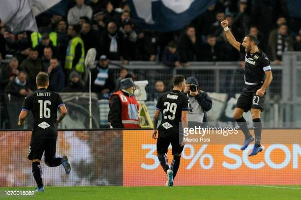 Fabio Quagliarella of UC Sampdoria celebrate a opening goal with his team mates during the Serie A match between SS Lazio and UC Sampdoria at Stadio...