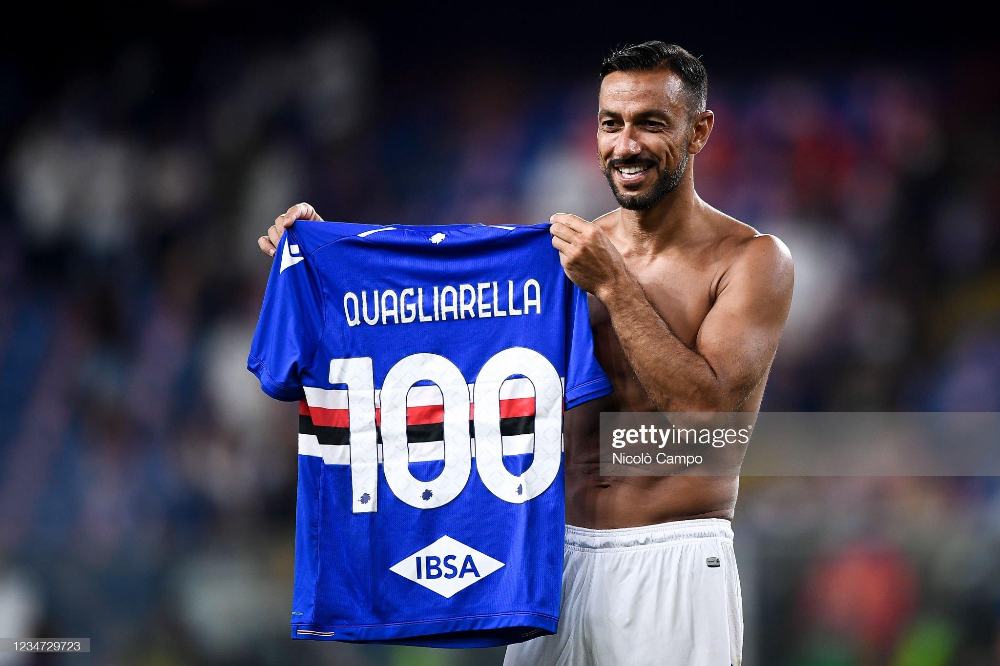 Fabio Quagliarella of UC Sampdoria holds a jersey to... : News Photo