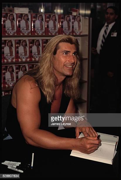 Fabio signs his new book Fabio Fitness in a B Dalton bookstore in New York City