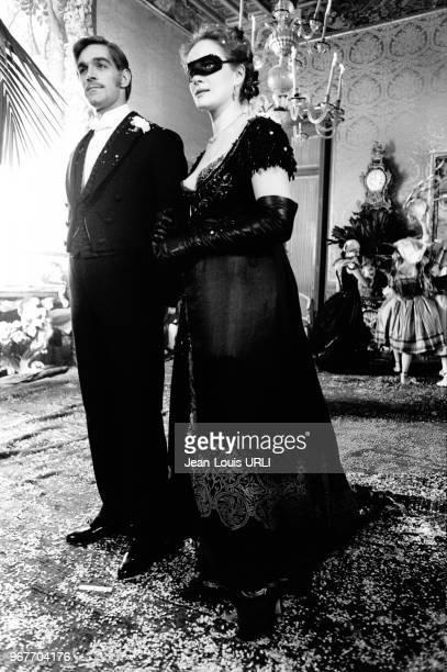 """Fabio Testi et Dominique Sanda dans le film """"L'Héritage"""" de Mauro Bolognini le 20 décembre 1975 à Rome, Italie."""