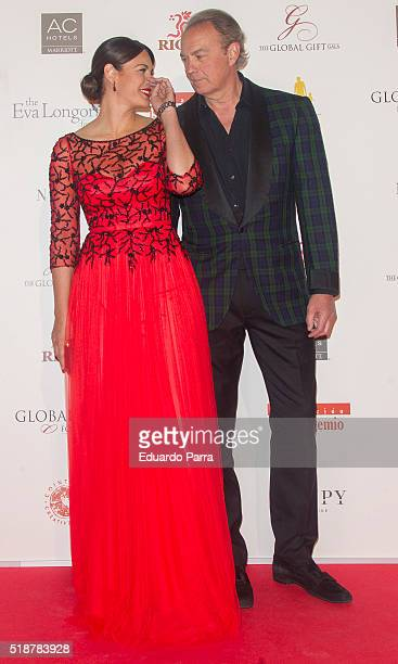Fabiola Martinez and singer Bertin Osborne attend the Global Gift Gala photocall at Madrid Townhall on April 2 2016 in Madrid Spain