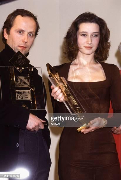 Fabrice Luchini et Anne Brochet reçoivent le prix Jean Gabin à Paris en février 1991 France
