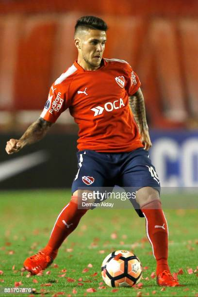 Fabricio Bustos of Independiente drives the ball during a second leg match between Independiente and Libertad as part of the semifinals of Copa...