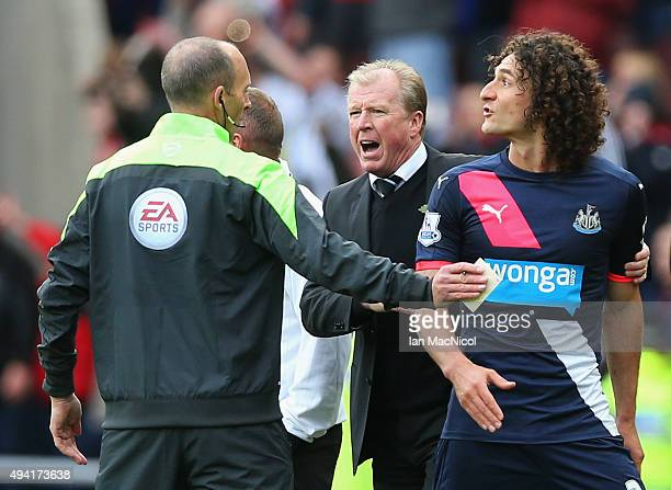 Fabricio Coloccini of Newcastle United leaves the pitch after being sent off while Steve McClaren manager of Newcastle United argues with the fourth...