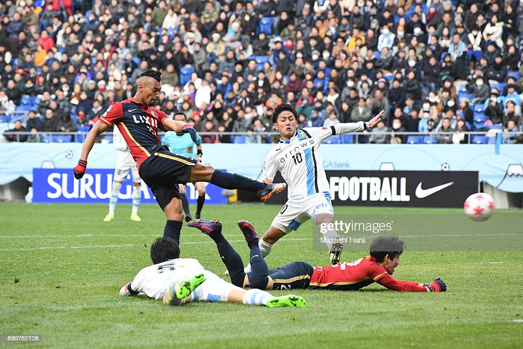 Kashima Antlers v Kawasaki Frontale - 96th Emperor's Cup Final : News Photo