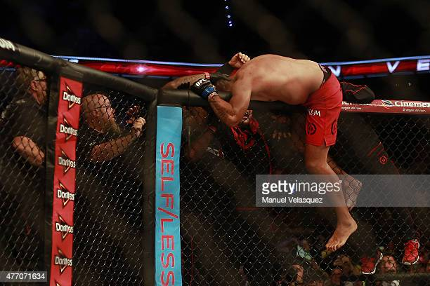Fabricio Werdum celebrates his victory after a UFC Heavyweight Championship Fight between Cain Velasquez and Fabricio Werdum at Arena Ciudad de...