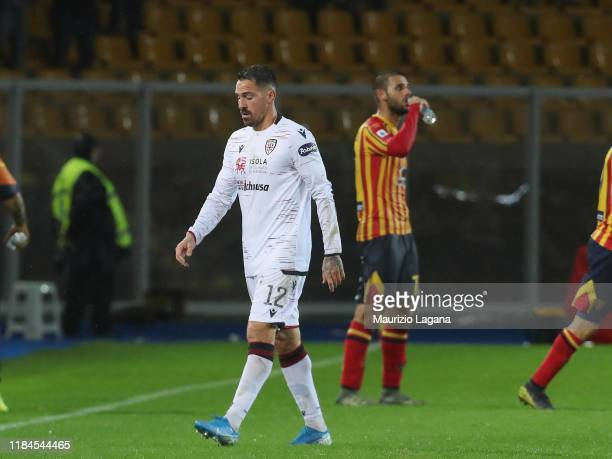 Fabrizio Cacciatore of Cagliari leaves the field during the Serie A match between US Lecce and Cagliari Calcio at Stadio Via del Mare on November 25...