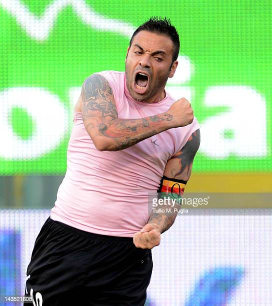 Fabrizio Miccoli of Palermo celebrates after scoring the equalizing goal during the Serie A match between US Citta di Palermo and Catania Calcio at...