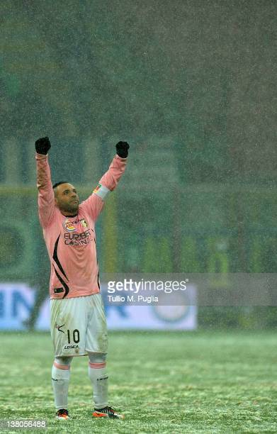 Fabrizio Miccoli of Palermo greets supporters after equalizing the Serie A match between FC Internazionale Milano and US Citta di Palermo at Stadio...