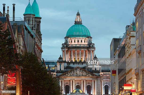 facade and dome of belfast city hall at dusk - donegall square stock pictures, royalty-free photos & images