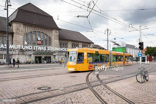 die renovierung der fassade und der eingang zum hauptbahnhof darmstadt - darmstadt stock-fotos und bilder
