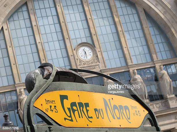 facade and sign at the gare du nord - gare du nord stock pictures, royalty-free photos & images