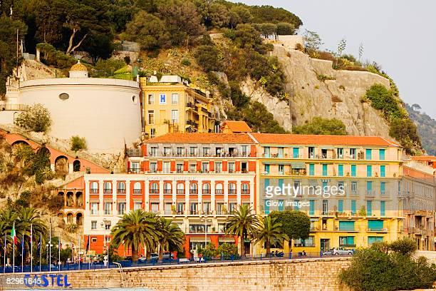 facade of a building, colline du chateau, la tour bellanda, nice, provence-alpes-cote d'azur, france - アルプマリティーム ストックフォトと画像