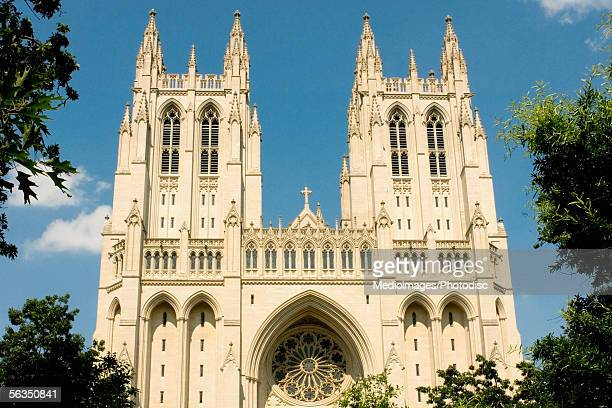 facade of a cathedral, washington national cathedral, washington dc, usa - national cathedral stock pictures, royalty-free photos & images