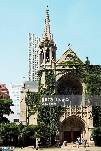 facade of a church, fourth presbyterian church, michigan avenue, chicago, illinois, usa - presbyterianisme stockfoto's en -beelden