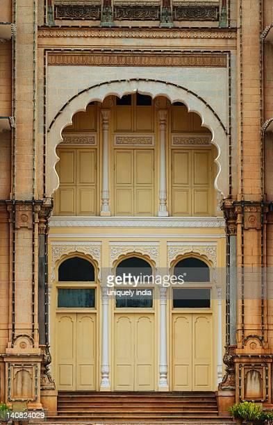 facade of a palace, mysore palace, mysore, karnataka, india - mysore - fotografias e filmes do acervo