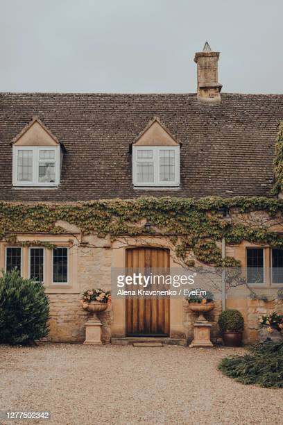 facade of a traditional english cottage in broadway, cotswolds, uk. - tradition stock pictures, royalty-free photos & images
