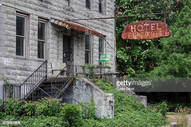 facade of abandoned hotel, memphis, tennessee, usa - business closing stock photos and pictures