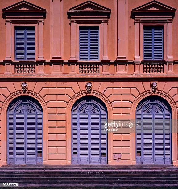 Facade of an old Italian Mansion_XXL