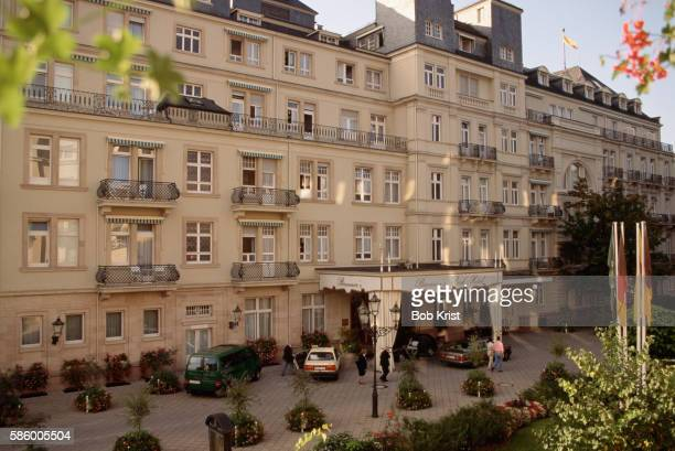 facade of brenners park hotel and spa - baden baden photos et images de collection