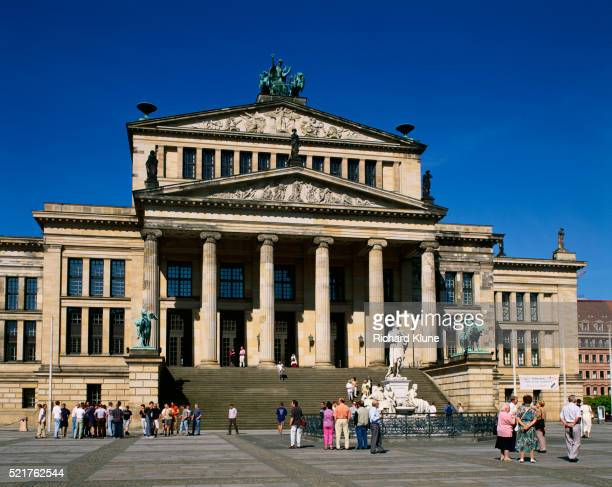 facade of konzerthaus berlin - konzerthaus berlin - fotografias e filmes do acervo
