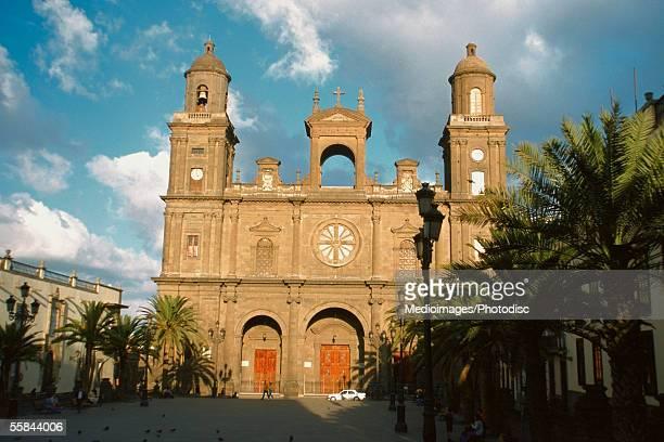 facade of las palmas cathedral, gran canaria island, canary islands, spain - las palmas cathedral stock photos and pictures