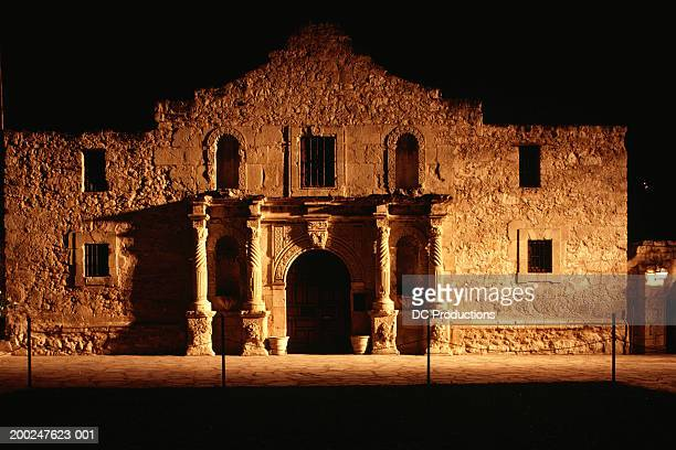 facade of old building at night, the alamo, san antonio, texas, usa - alamo stock pictures, royalty-free photos & images