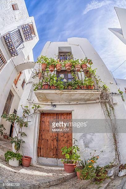 facade of old village house in peñiscola, castellón, spain. - peniscola photos et images de collection