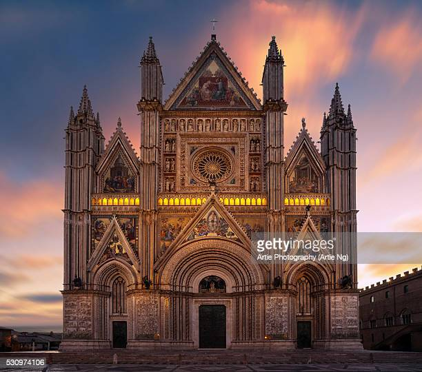 facade of orvieto cathedral (duomo di orvieto), orvieto, terni, umbra, italy - orvieto stock pictures, royalty-free photos & images