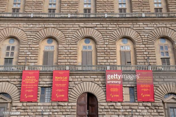 facade of pitti palace - pitti foto e immagini stock