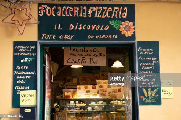 facade of pizza restaurant in manarola - liguria foto e immagini stock