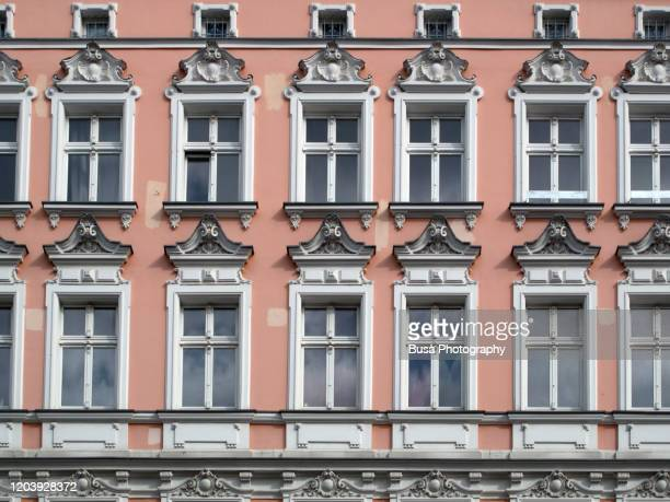 facade of pre-war residential building in the district of prenzlauer berg, berlin, germany - プレンツラウアーベルグ ストックフォトと画像