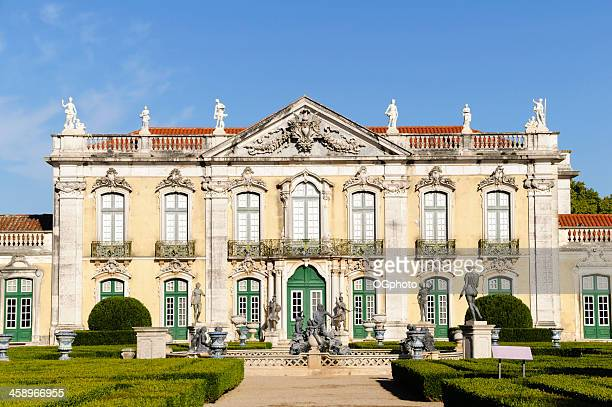 fassade von queluz-palast, portugal - ogphoto stock-fotos und bilder