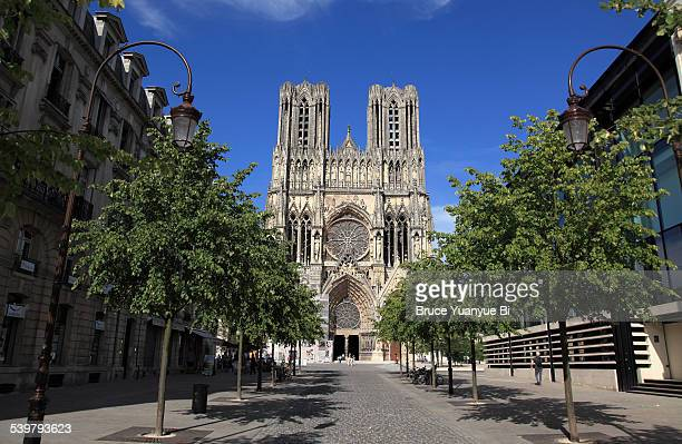 facade of reims cathedral - reims stock pictures, royalty-free photos & images