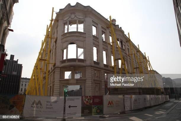 facade of repairing building - 東フランダース ストックフォトと画像