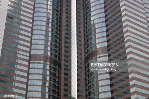 facade of skyscraper tower of glass and steel in central hong kong - argenberg fotografías e imágenes de stock