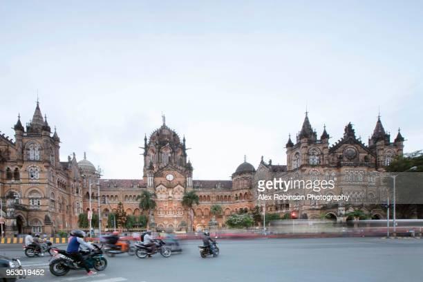 facade of the chhatrapati shivaji maharaja train station in mumbai - maharashtra stock pictures, royalty-free photos & images
